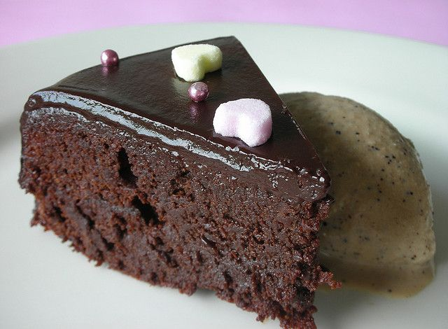 Almost-Fudge Gâteau | Food & Drink - Desserts | Pinterest