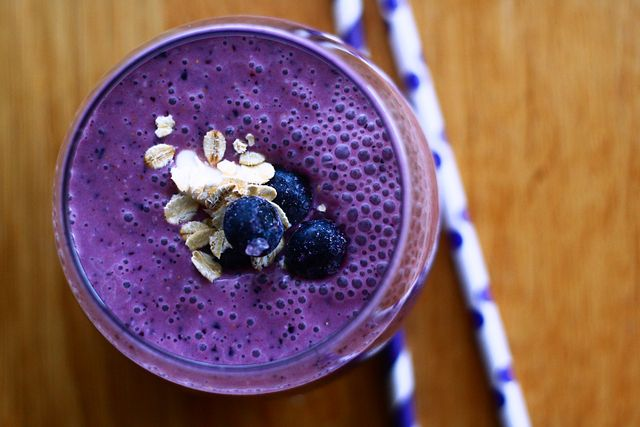 Cinnamon Blueberry Oatmeal Smoothie | Smoothie Recipes with Berries ...