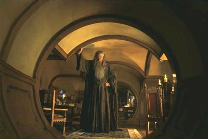 Gandalf in bag end middle earth pinterest for Lord of the rings bedroom ideas
