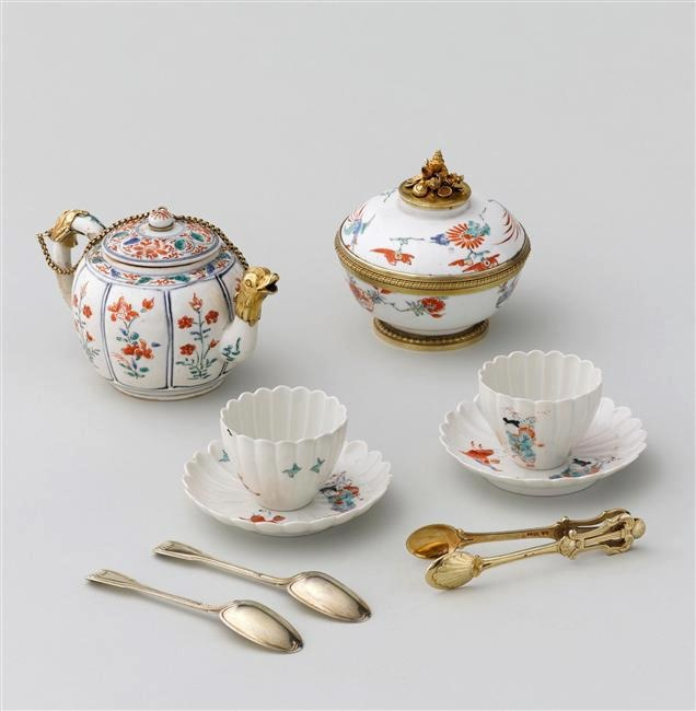 Nécessaire à thé, café, chocolat de la reine Marie Leczinska, vers 1729-1730, offert par le roi à la reine à l'occasion de la naissance du Dauphin.