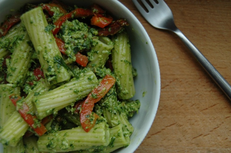 Spinach and walnut pesto pasta with roasted red peppers and sundried ...