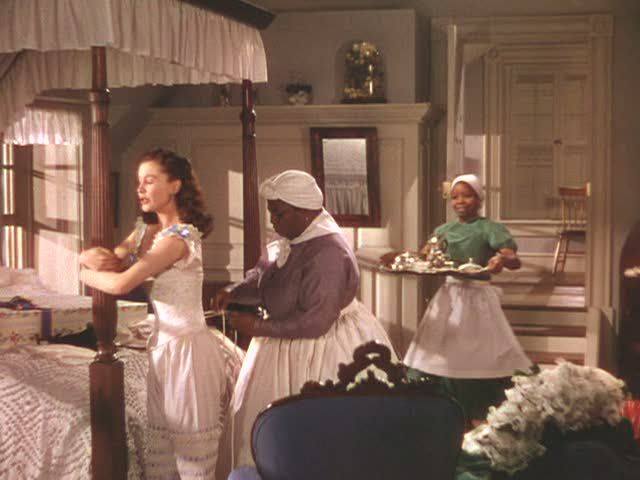 Gone with the wind tara and twelve oaks for Who played scarlett in gone with the wind
