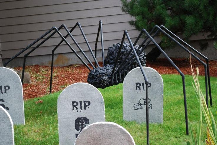 diy tutorial diy halloween diy giant halloween spider. Black Bedroom Furniture Sets. Home Design Ideas