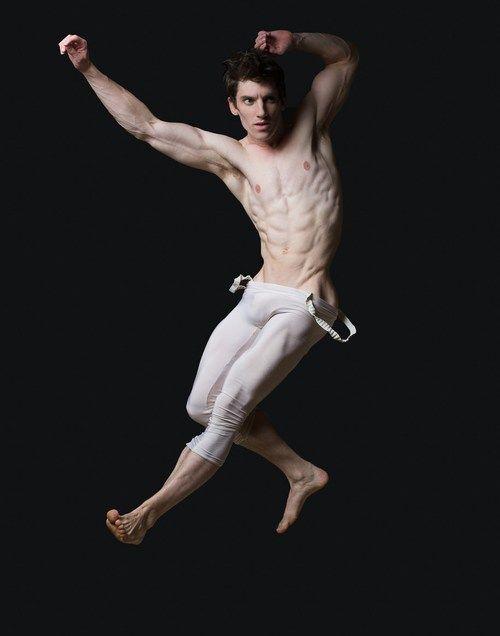 Танцующие мужчины голые статью…