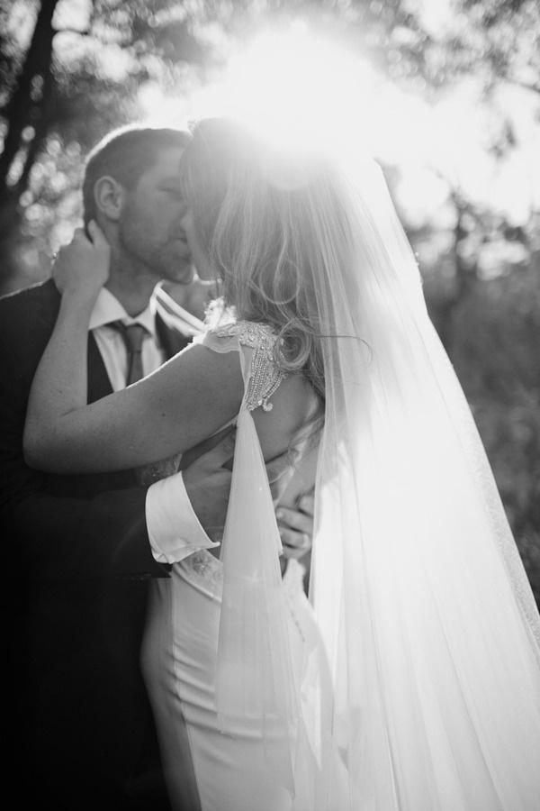 Stunning kiss captured by annarosestudio.com