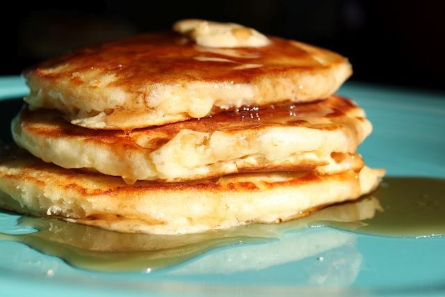 Light 'n Fluffy Pancakes | breakfast | Pinterest