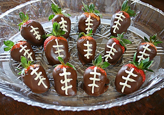 Football Chocolate Covered Strawberries. | Foodspiration | Pinterest