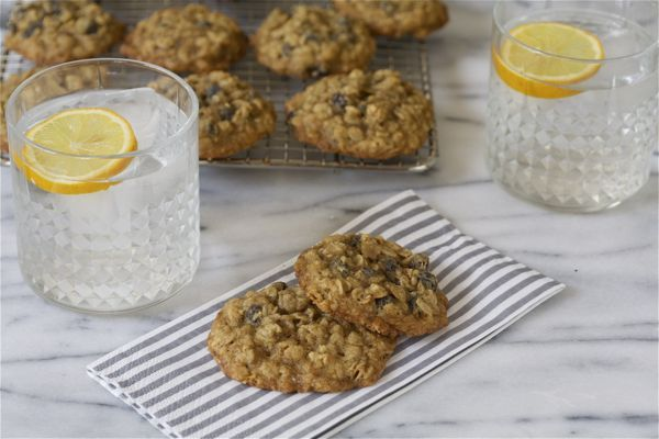 Meyer Lemon Currant Oatmeal Cookies. These cookies are crunchy, tart ...