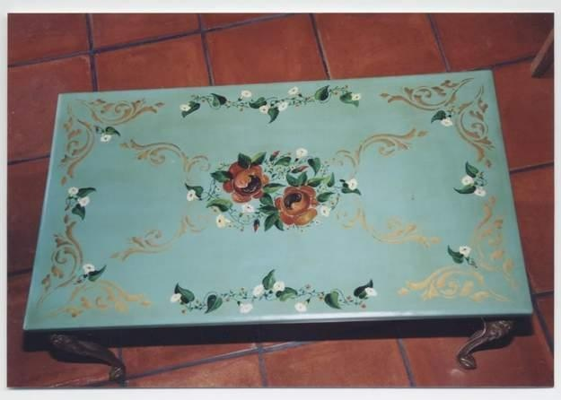 Pin table basse peinture paysanne forges les bains on pinterest for Peinture table basse