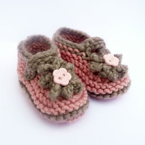 Knitting Pattern For Slippers Bootie : BABY BOOTIES Knitting PATTERN Simple Seamless Cute Classic Baby Shoes Slipper...