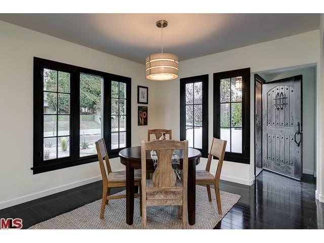 Light Walls Darker Trim : Dark trim, light walls. New house Pinterest