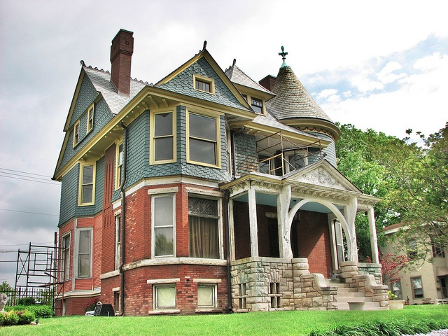 Queen Anne Victorian Home In Illinois Structures