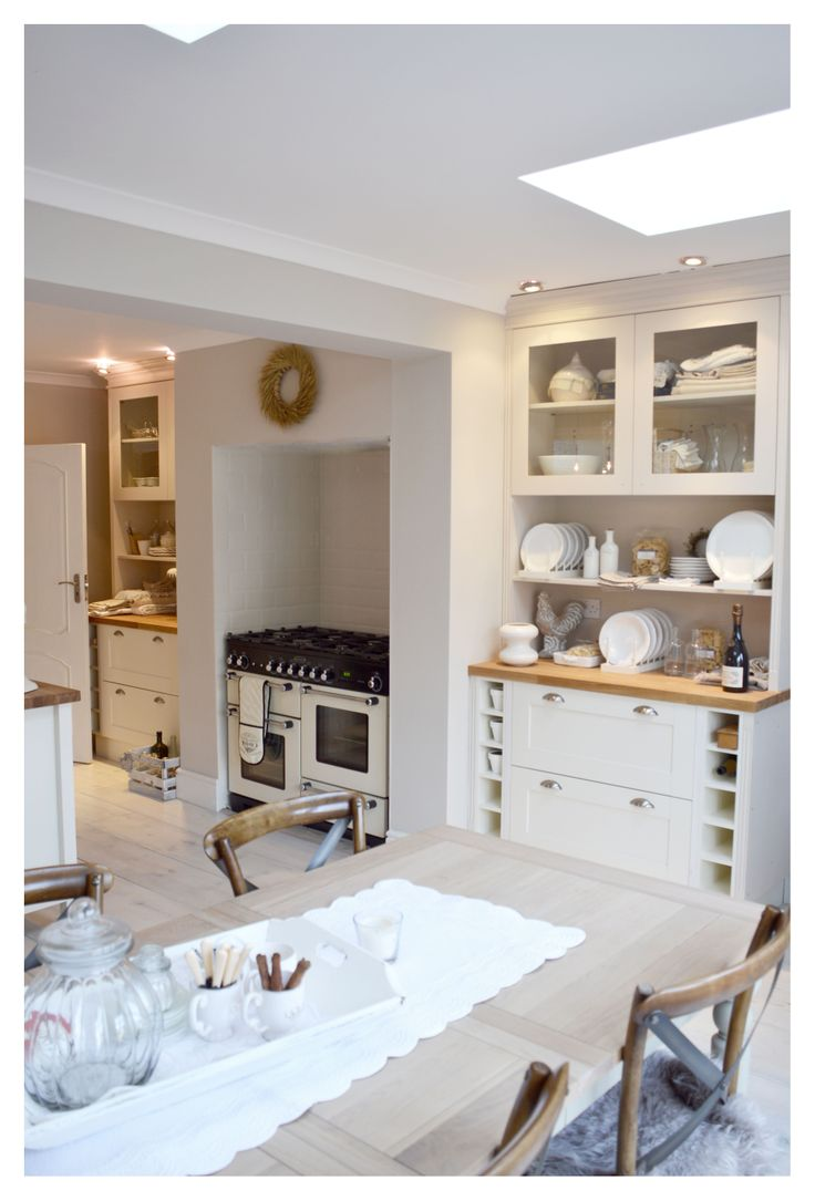 White kitchen, design White & Faded