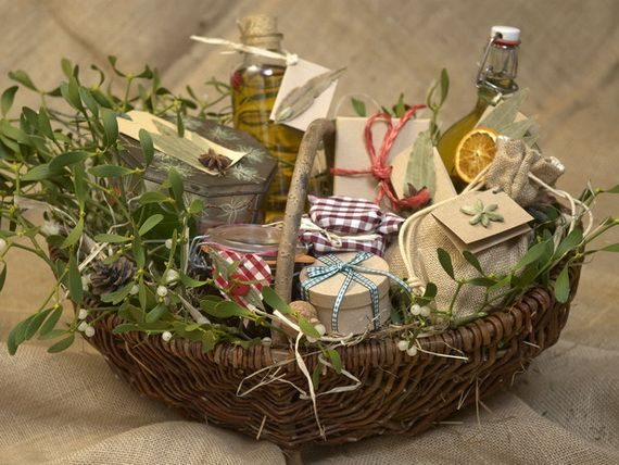 Diy christmas basket gift ideas gift basket ideas for Ideas for homemade christmas gift baskets