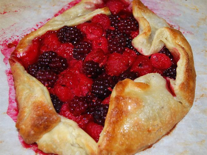 Mixed berry galette recipe. Easy, gorgeous, and delicious dessert ...