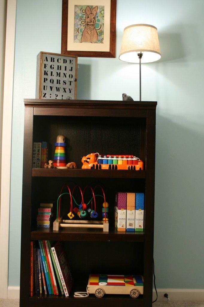 Nursery bookshelf organization : Bookshelf organization toys