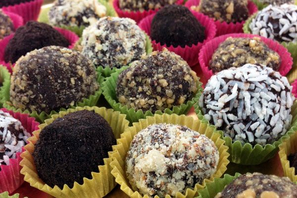 Decadent chocolate truffles for my cookie jar gifts. Look delicious ...
