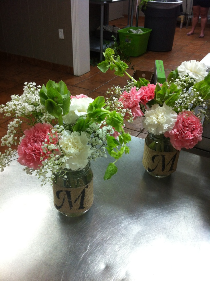 Table arrangements in mason jars mason jar flower for How to arrange flowers in mason jar