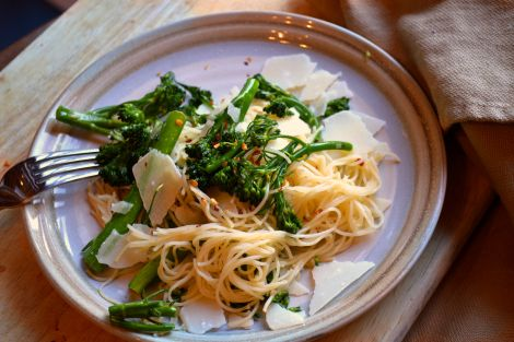 Pasta : Broccoli Rabe with garlic and hot pepper flakes. My family ...