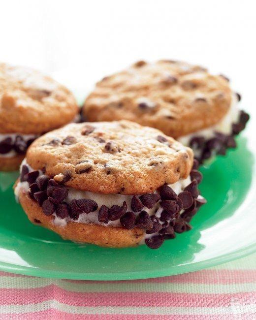 ... Ice Cream Desserts // Mini Chocolate Chip Ice Cream Sandwiches Recipe