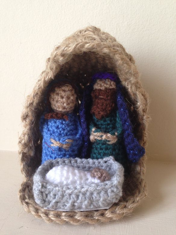 A crocheted mini nativity scene !! Holiday Crochet ...