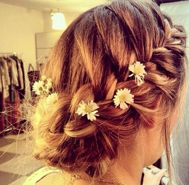 Pretty boho hair. LOVE for wedding look!!