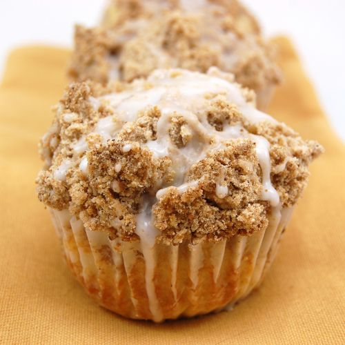 Coffee Cake Muffins with a delicious crumbly cinnamon streusel topping ...