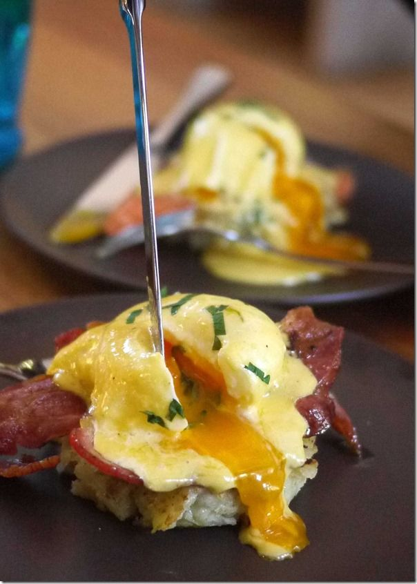 Eggs Benedict with bacon and potato cake | eAt: leTs dO bRunch ...