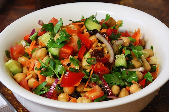Middle-Eastern Chickpea Salad. | Recipes | Pinterest