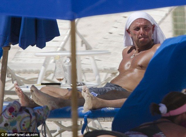 Kenny chesney works on his tan in barbados
