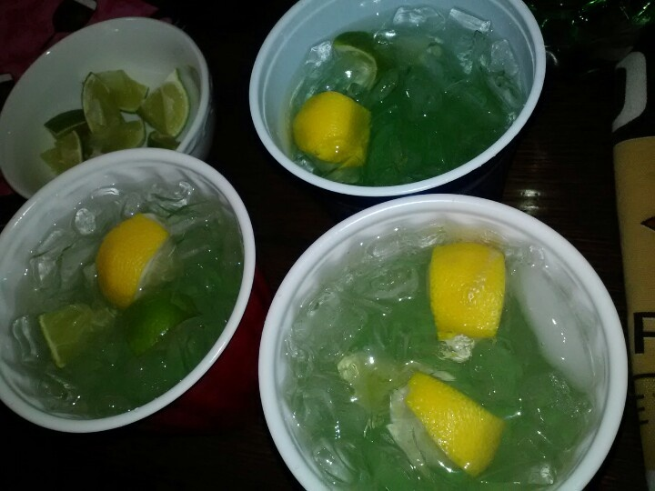 Green alcohol shots for Green apple mixed drinks