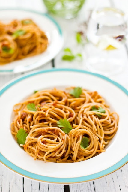 Spaghetti in a Spicy Tomato Sauce | Things I want to eat! | Pinterest