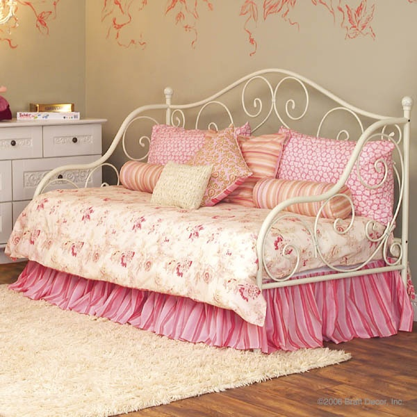 Girls daybed ideas - White Wrought Iron Daybed For Laura Girls Room Ideas Pinterest