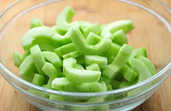 Cucumber Dill Greek Yogurt Salad | She Wears Many Hats