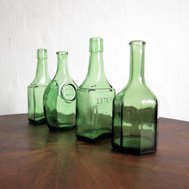 Vintage glass bottles green bottles vintage vases for Retro glass bottles