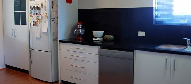 how to clean grease from kitchen cabinets