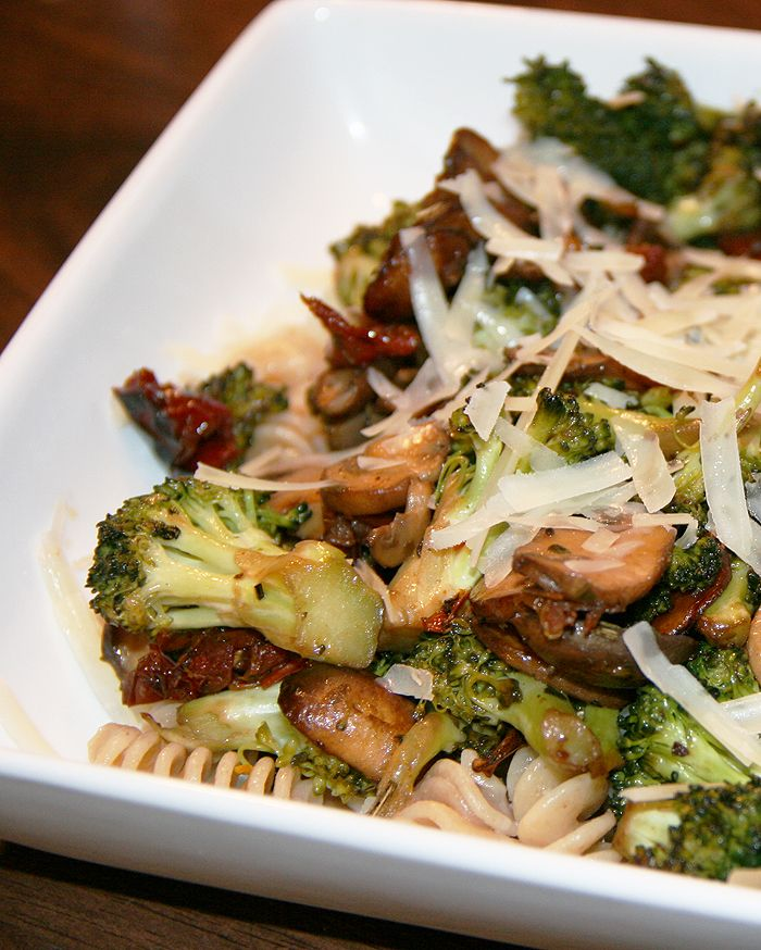 Pasta with broccoli and sun dried tomatoes