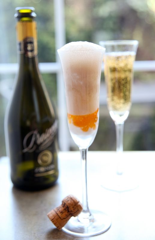 """Turn this """"Peach Bellini Jam"""" into a dessert float made with Prosecco!"""