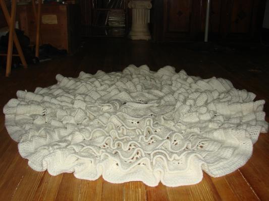 Knit Tree Skirt Pattern : Crocheted Tree Skirt-Snow Drifts Crochet & Knit Pinterest