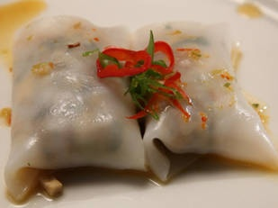 Thai noodle rolls with prawn tofu filling and sweet chilli sauce