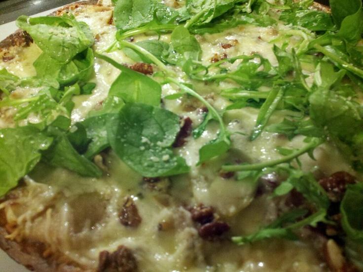Pecan, Pear and Gorgonzola Pizza How to make: Caramelize red onion ...
