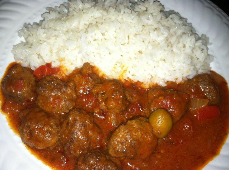 Alb ndigas guisadas con arroz blanco comidas dominicanas - Comidas con arroz blanco ...