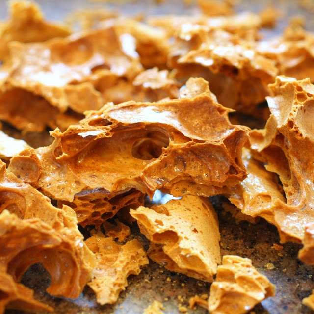 Honeycomb Toffee: only 3 ingredients for the sweet crispy dessert