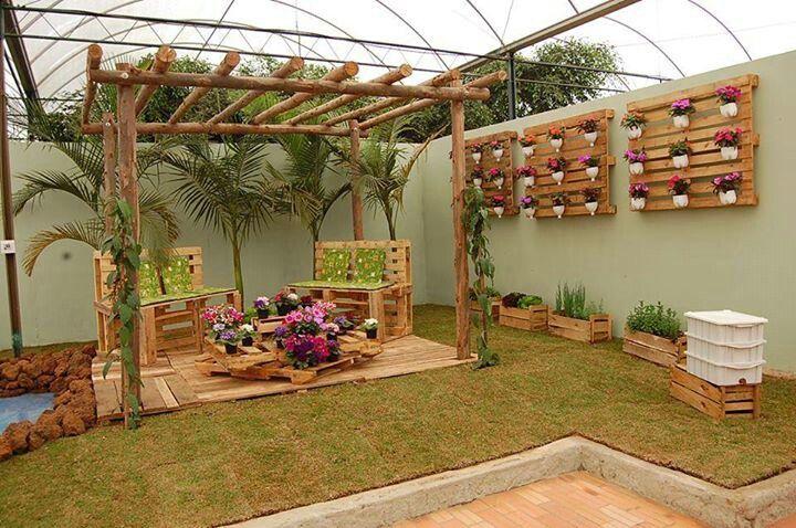 Patio decorado con pallets y cajones palets pinterest for Patio decorado