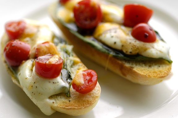 caprese bruschetta | Food/ drinks | Pinterest