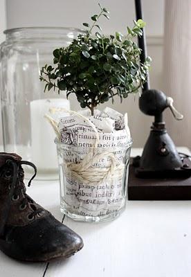 fácil idéia de decoração: + jornal + planta jar