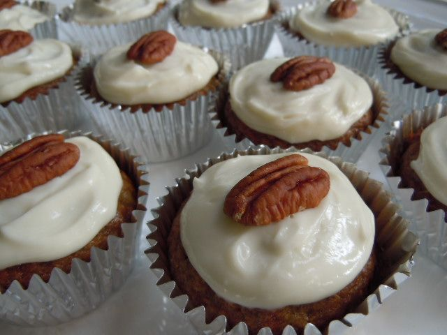 Skinny Hummingbird Cupcakes - a type of spice cake made with banana ...