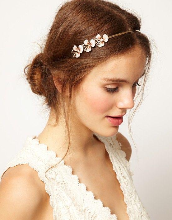 Natural Wedding Makeup Photos : Natural Wedding Makeup Gorgeous Bride Rubs getting ...