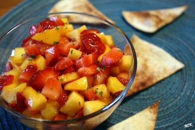 ... : Strawberry Mango Salsa with Homemade Cinnamon Sugar Tortilla Chips