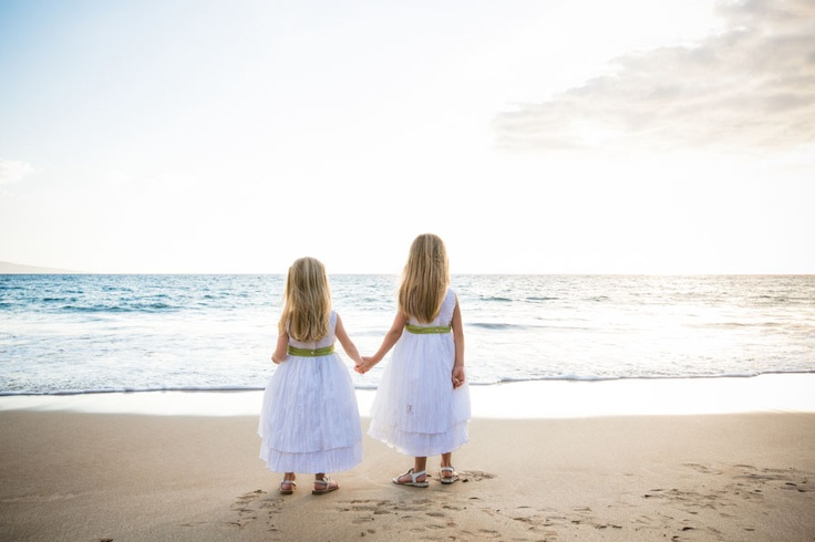 Awesome wedding day idea - photo of flower girls holding hands on the beach! | Brovado